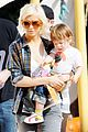 christina aguilera visits a pumpkin patch 07