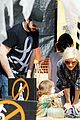 christina aguilera visits a pumpkin patch 09