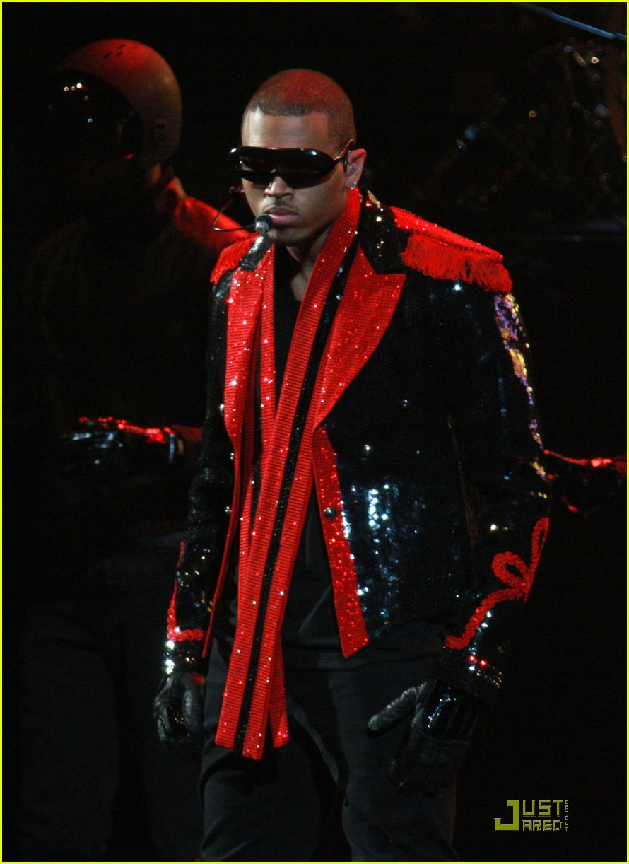 chris brown performs at powerhouse 09