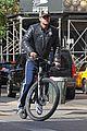 gerard butler soho biking 09