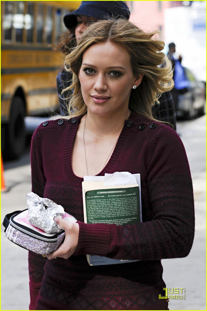 hilary duff is reading salem falls 01