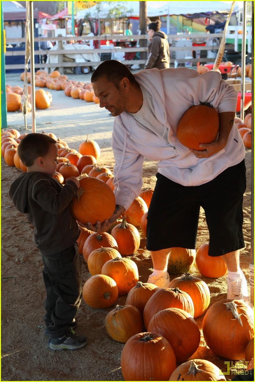 jayden james sean preston pumpkin patch 02