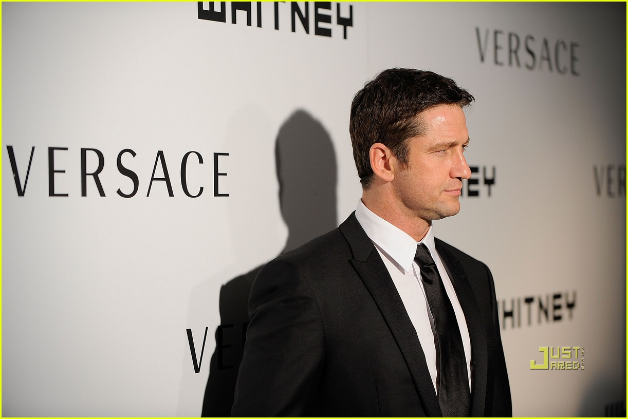 gerard butler whitney studio party 09