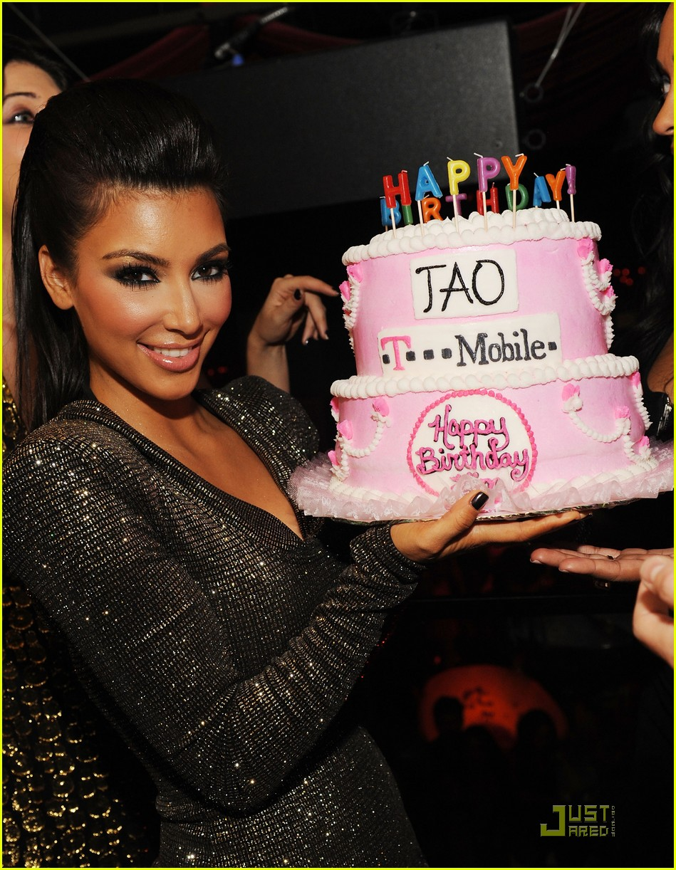 kim kardashian tao birthday party 02