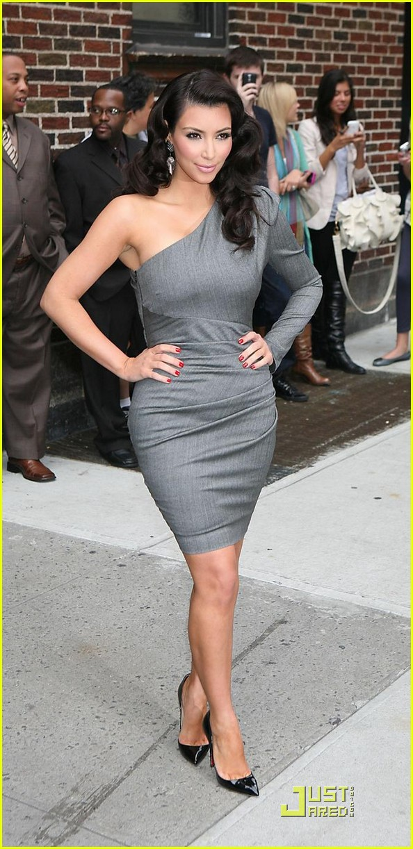 kim kardashian loves the late show 09