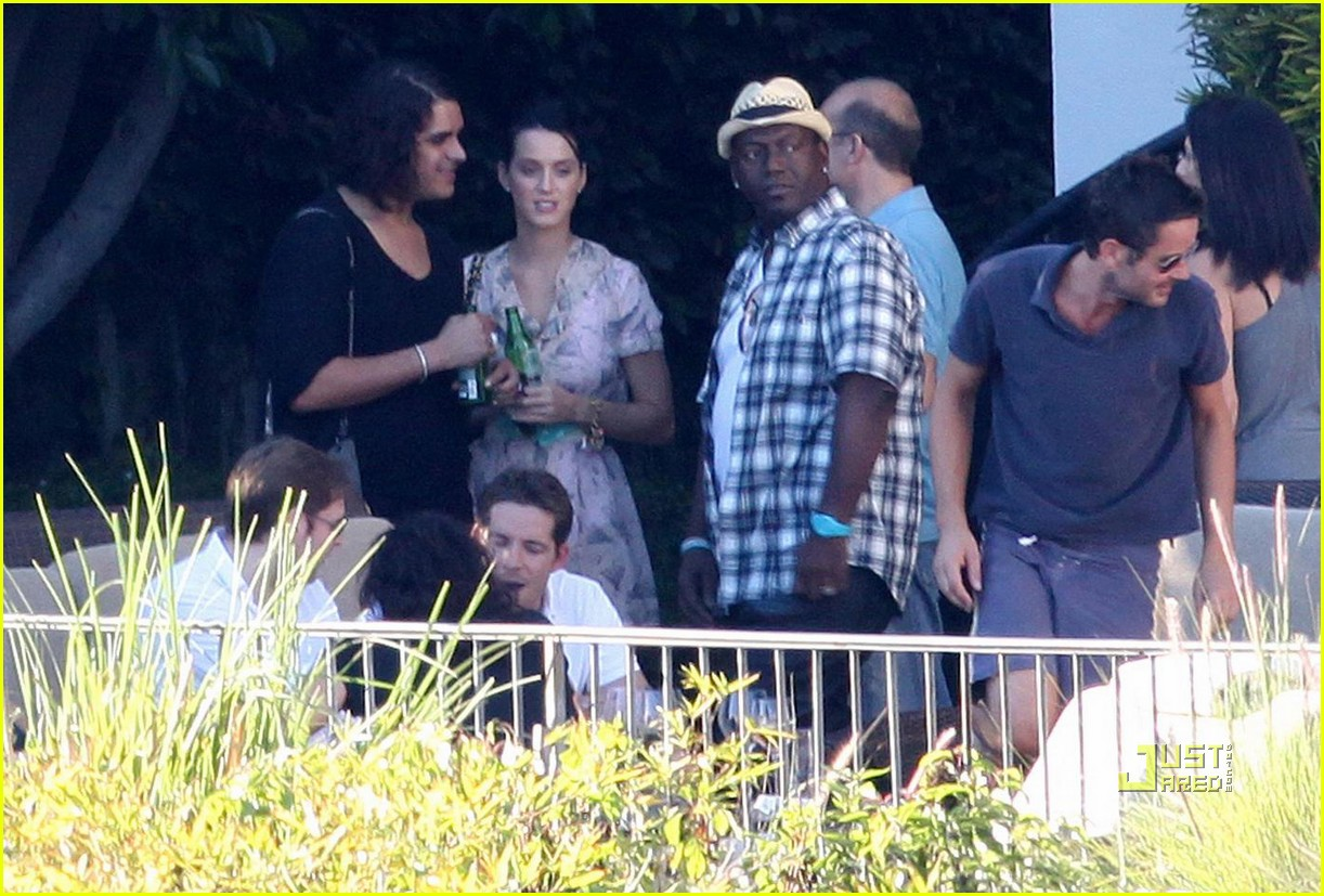 katy perry russell brand kissing 07