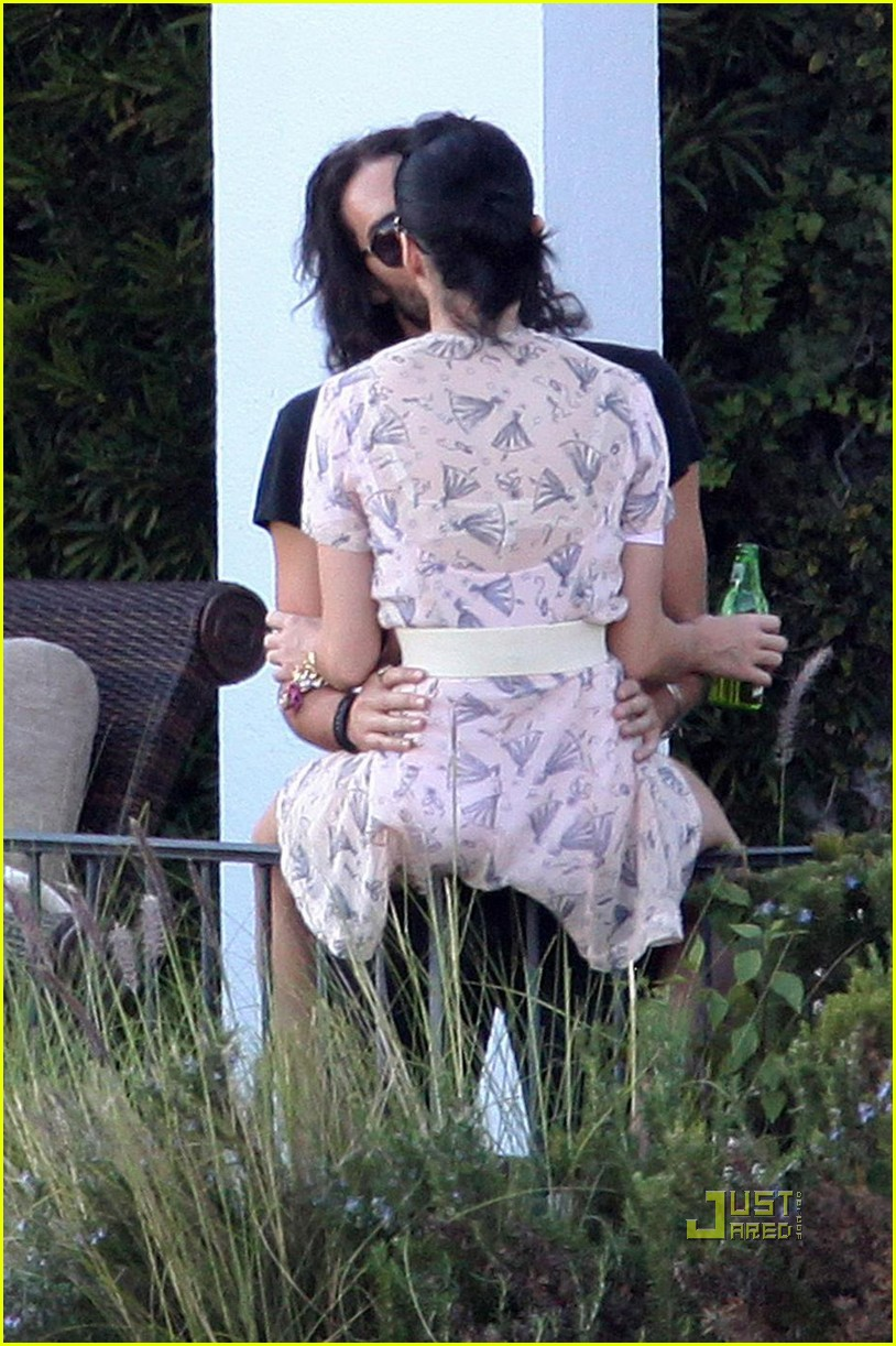 katy perry russell brand kissing 17