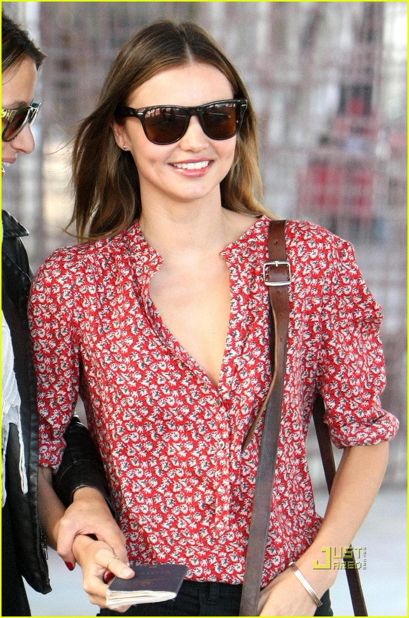 miranda kerr welcome home balloons 06