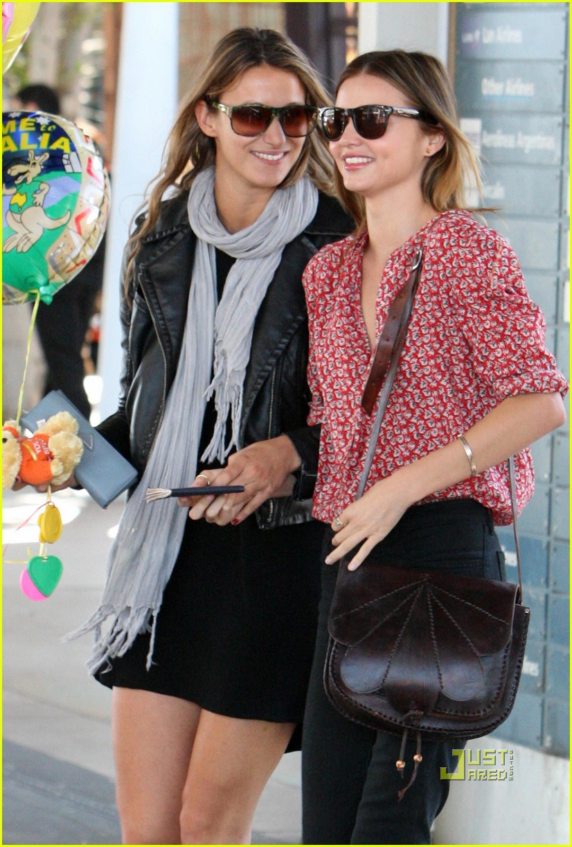 miranda kerr welcome home balloons 09