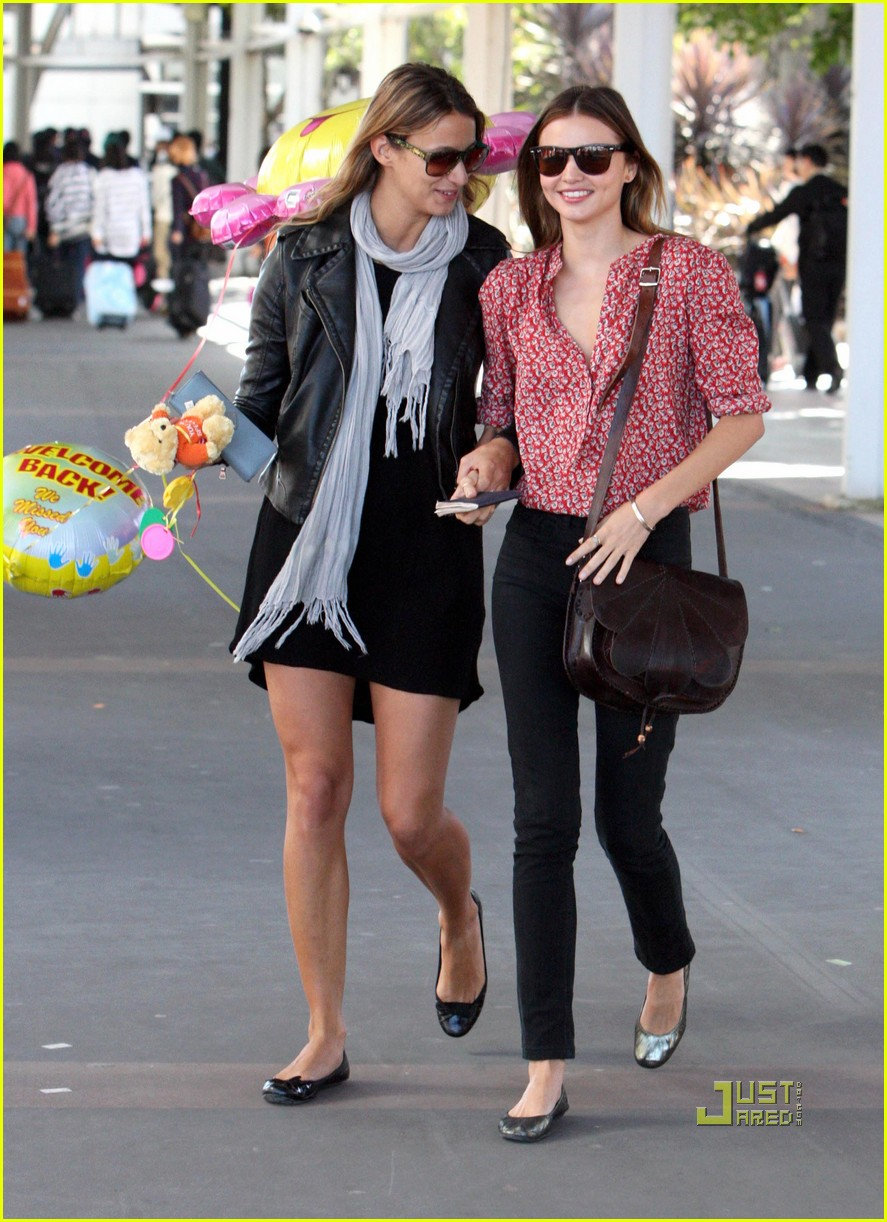 miranda kerr welcome home balloons 102284722