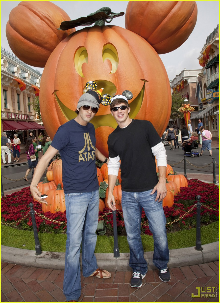 matt lanter michael steger disneyland 01