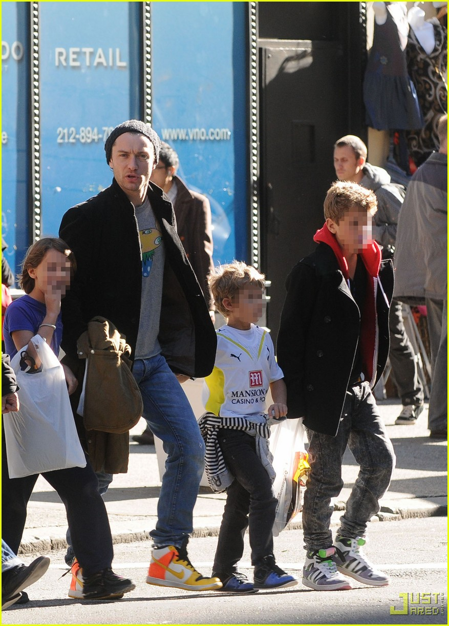 jude law kids halloween shopping 03