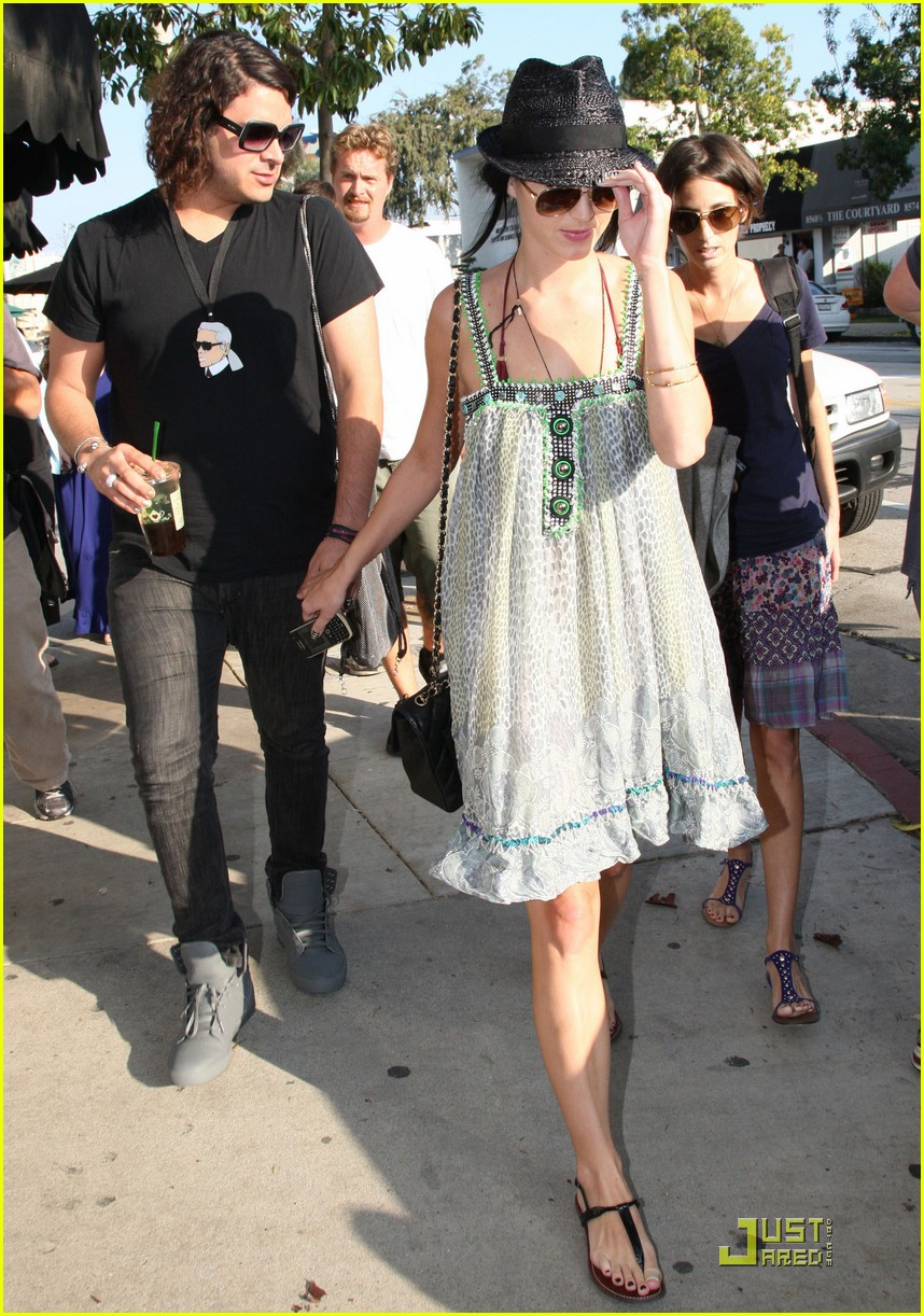 katy perry hangs with russell brands brother 122296181