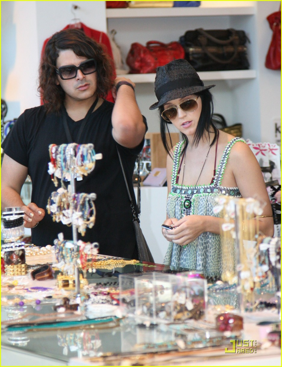 katy perry hangs with russell brands brother 14