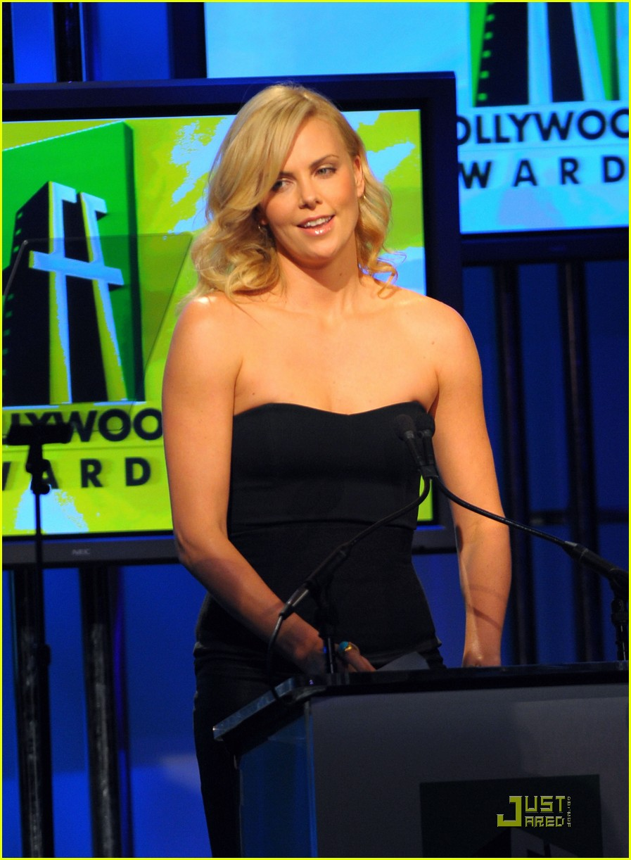 charlize theron 2009 hollywood awards 18