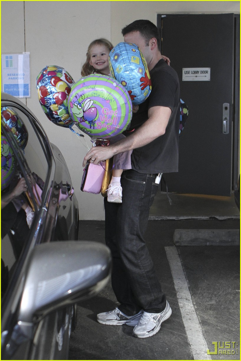 ben affleck violet balloons 012379931