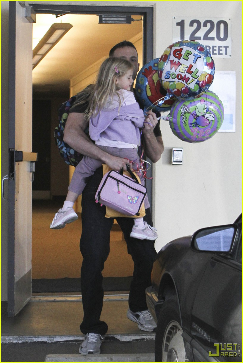 ben affleck violet balloons 02
