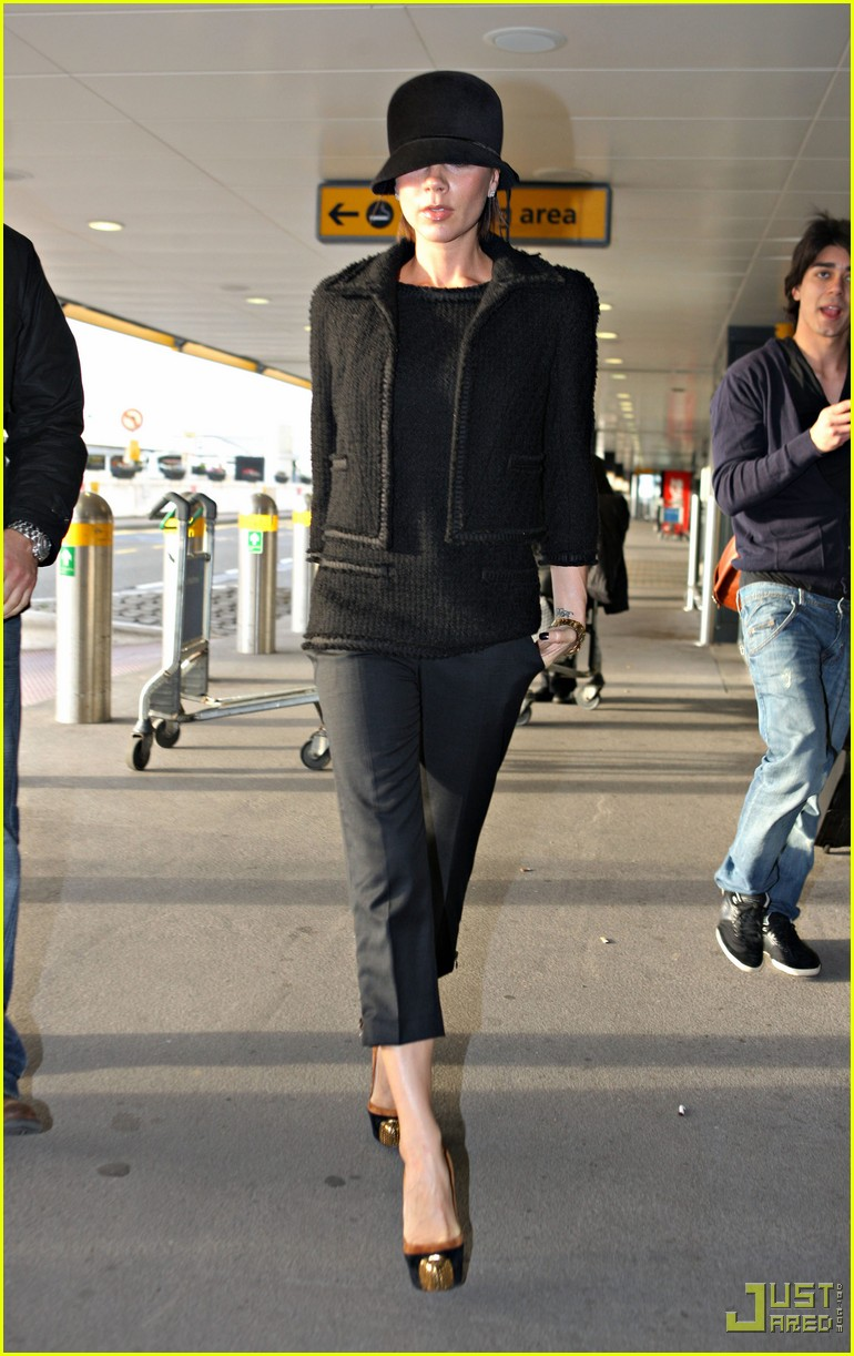 victoria beckham heathrow louboutin 07
