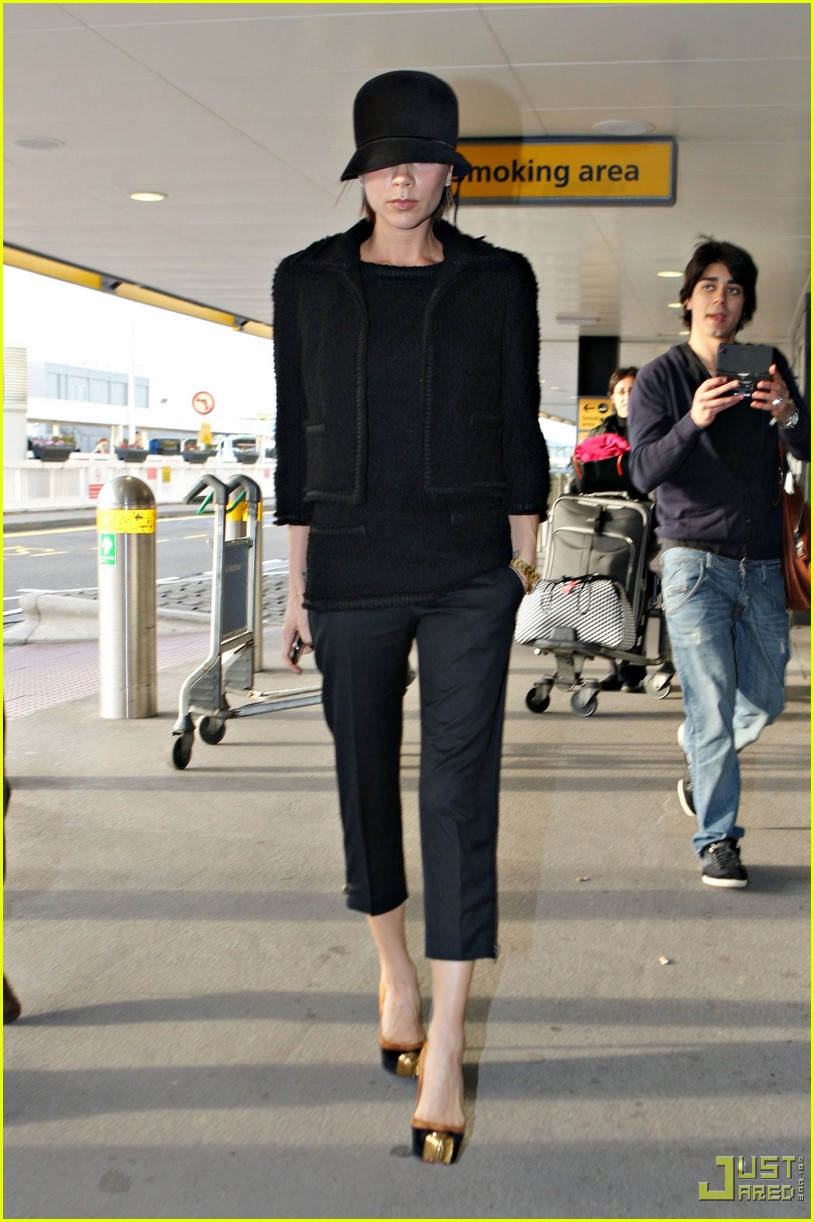 victoria beckham heathrow louboutin 08