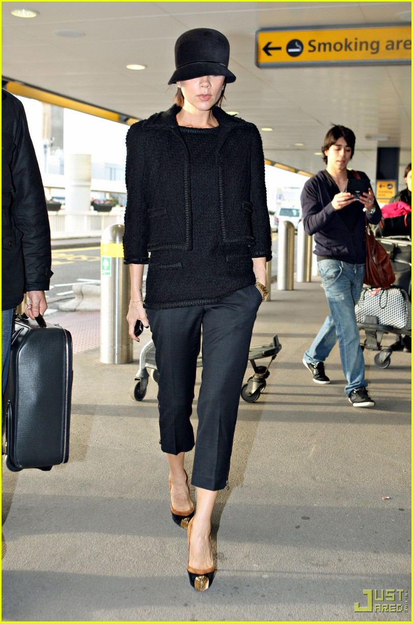 victoria beckham heathrow louboutin 09