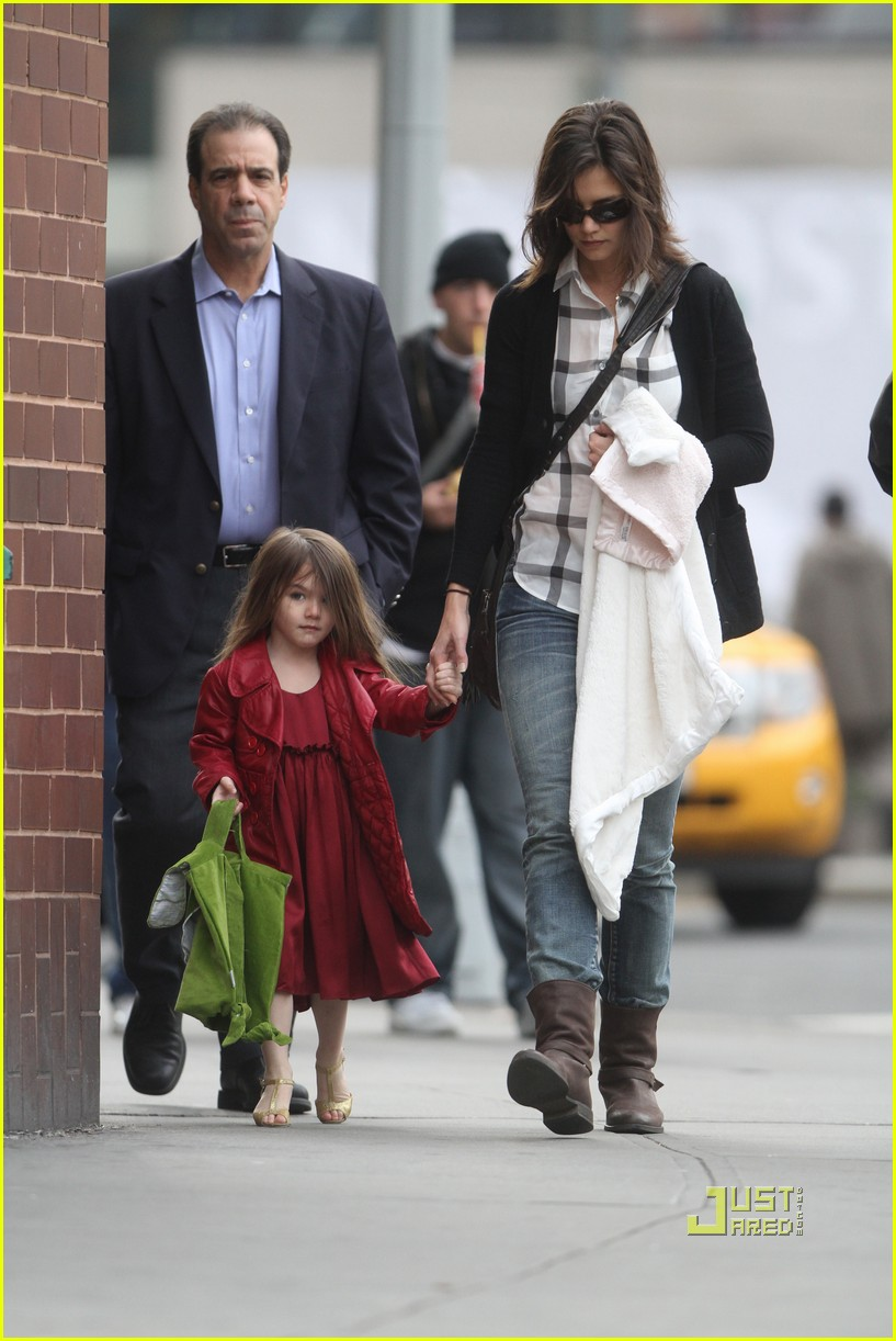 katie holmes suri cruise lion king broadway 02