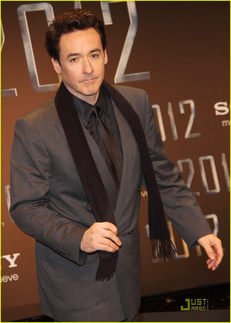 john cusack amanda peet 2012 berlin 04