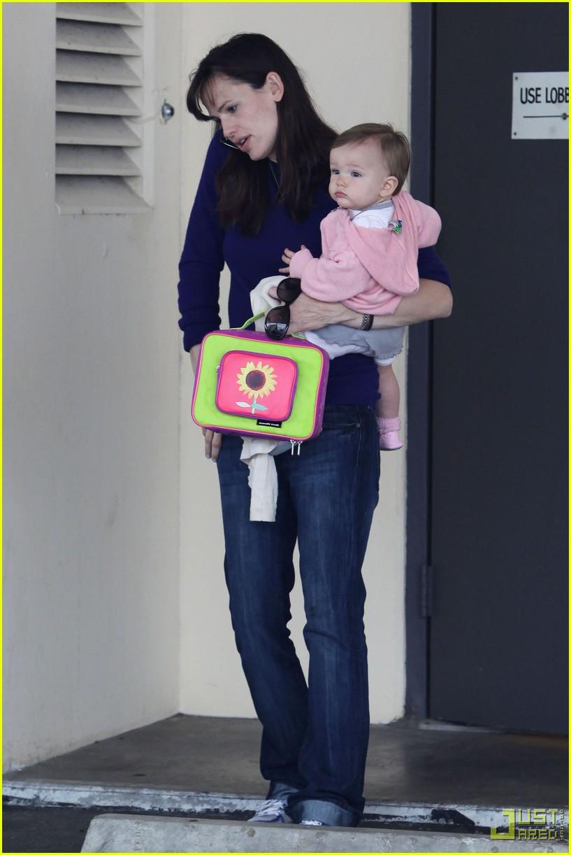 jennifer garner multitasking mom 10