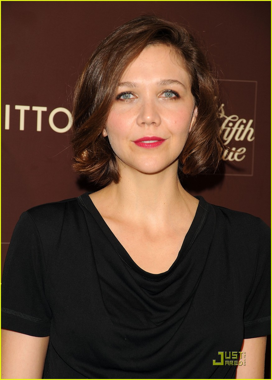 maggie gyllenhaal loves the louis vuitton cruise collection 13