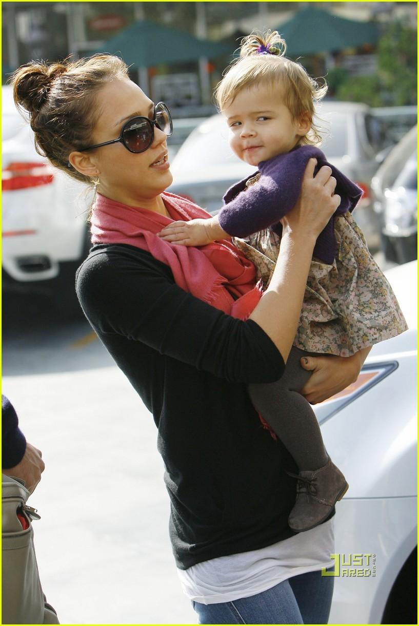 Photo of Jessica Alba & her Daughter  Honor Marie Warren