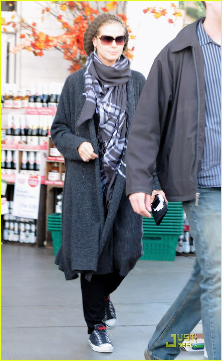 heidi klum is a savvy shopper 022389062