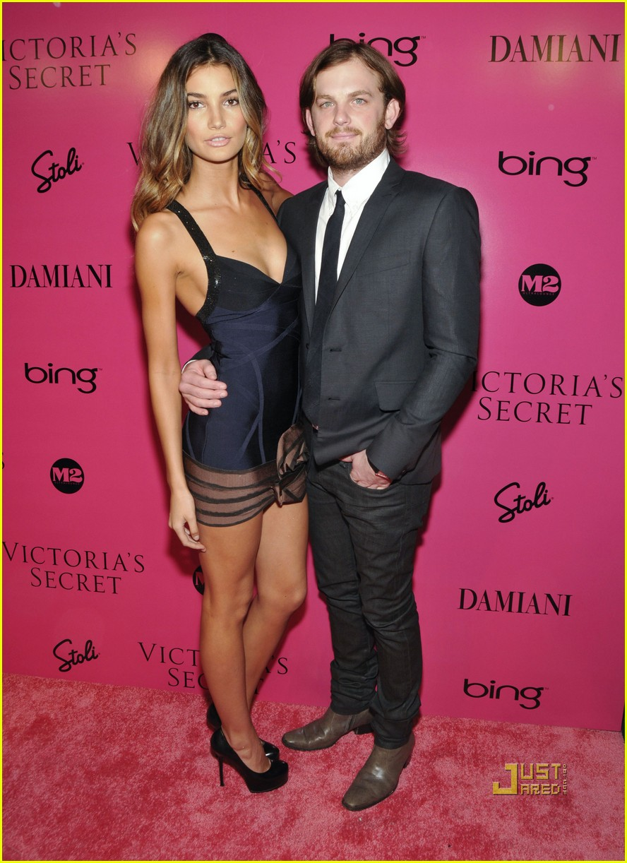 lily aldridge caleb followill pink carpet 09