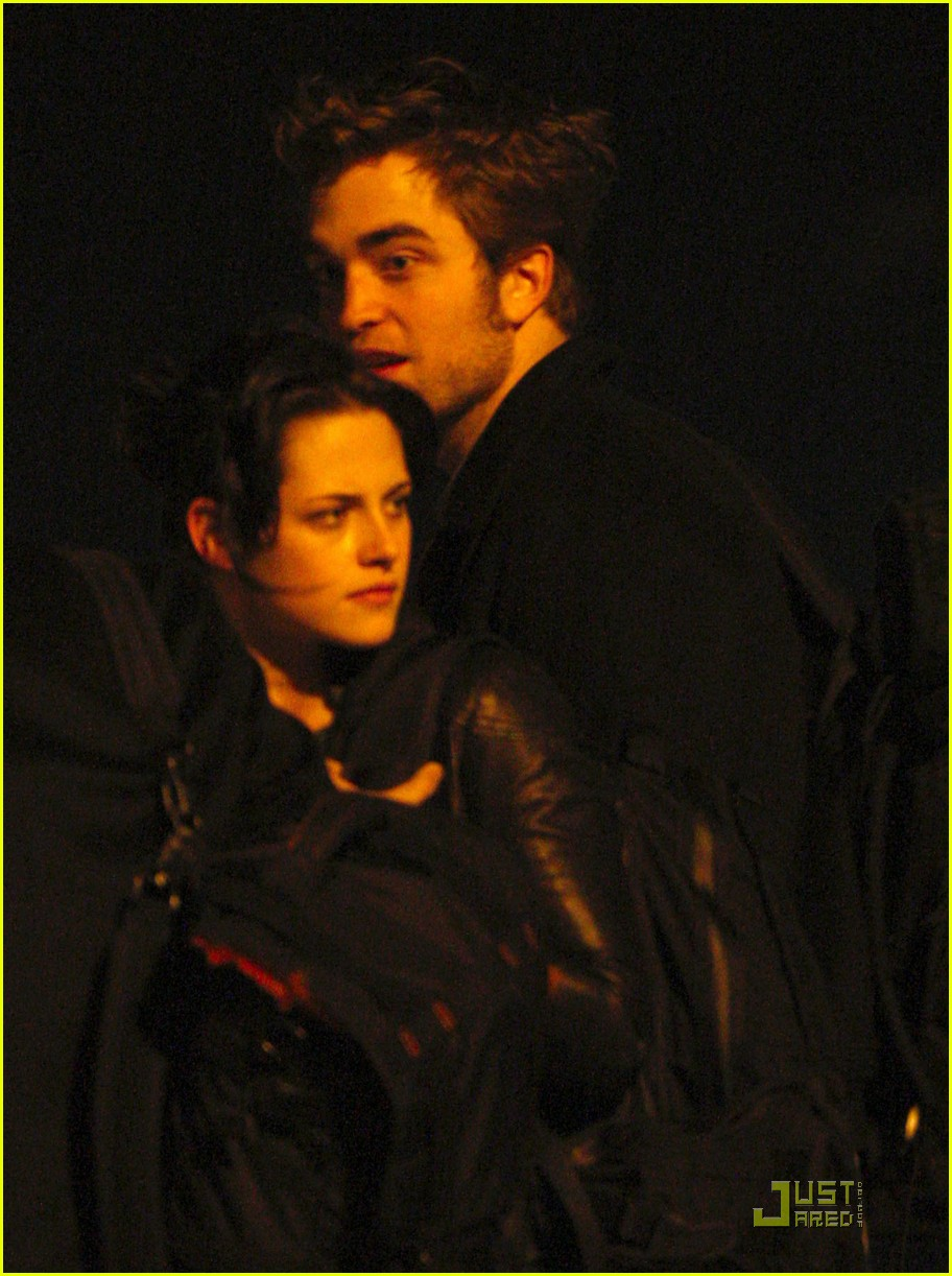 robert pattinson kristen stewart keep close 02