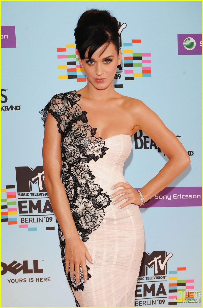 katy perry mtv emas red carpet 032336032