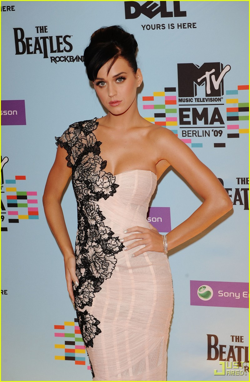 katy perry mtv emas red carpet 08