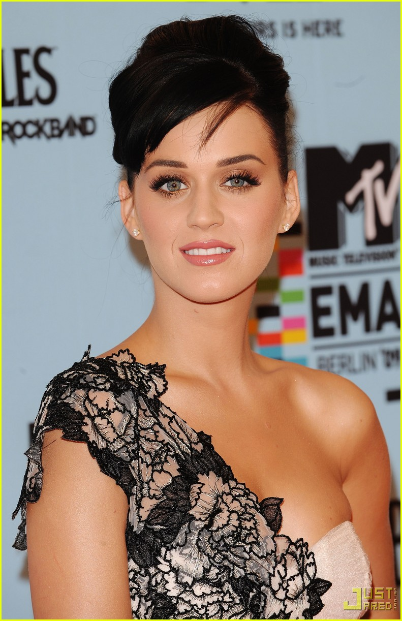 katy perry mtv emas red carpet 102336102