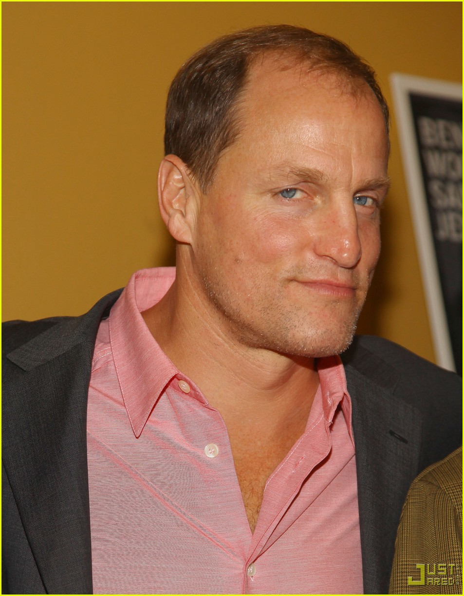 ben foster woody harrelson kiss 042344981