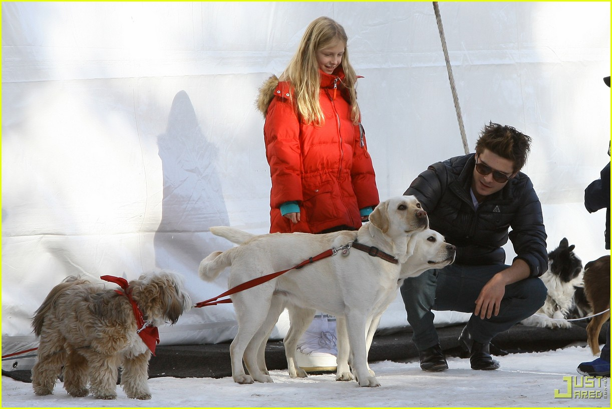 zac efron plays with dogs aspen 01