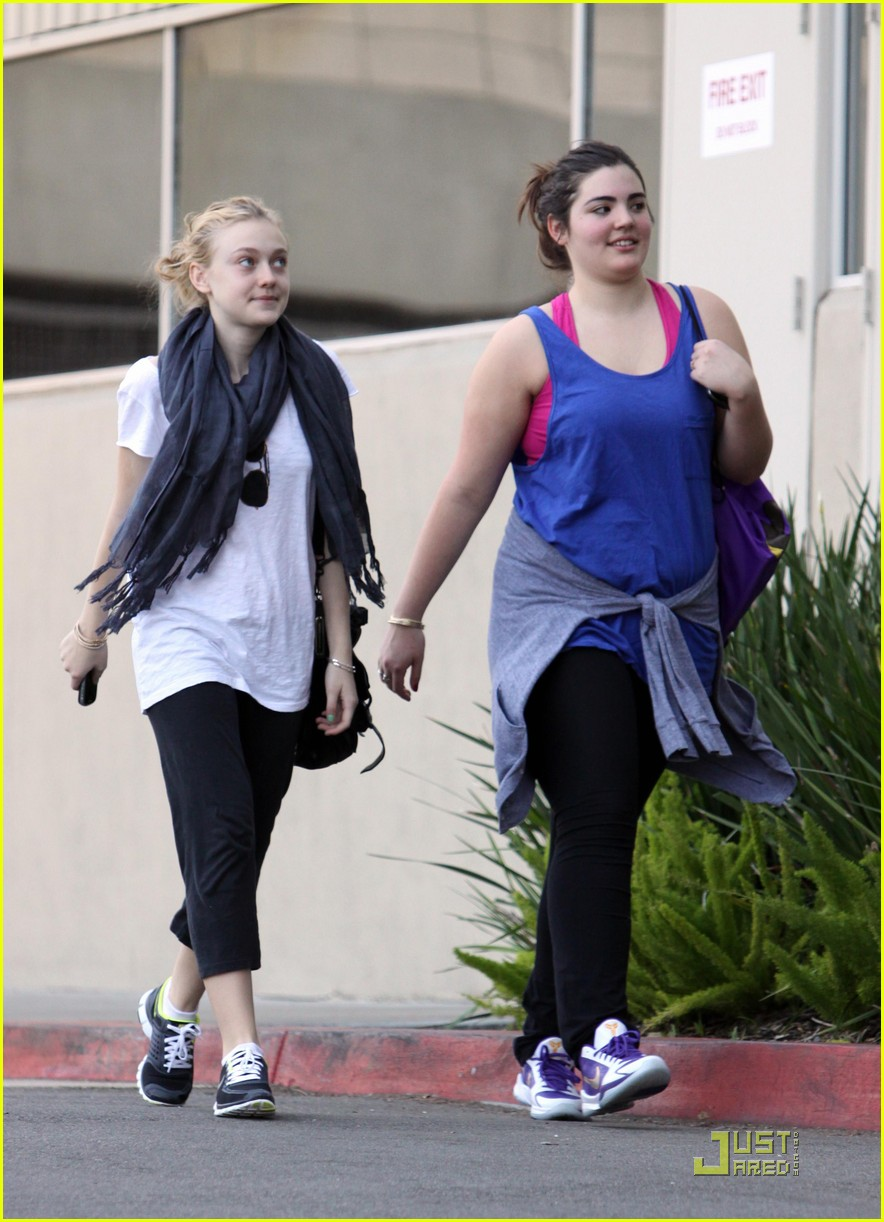 dakota fanning workout queen 012404799
