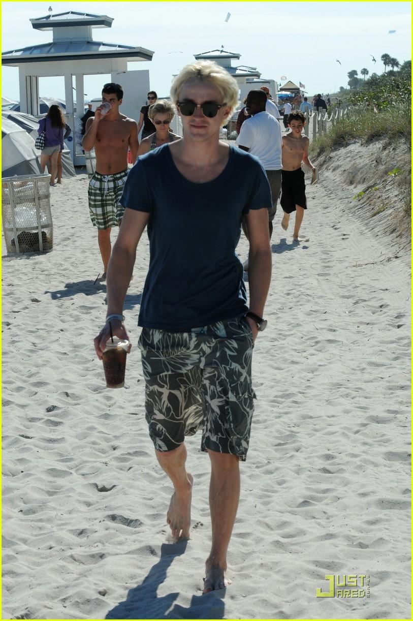 tom felton romantic beach stroll girlfriend 06