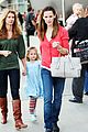jennifer garner violet affleck holiday sing along 04