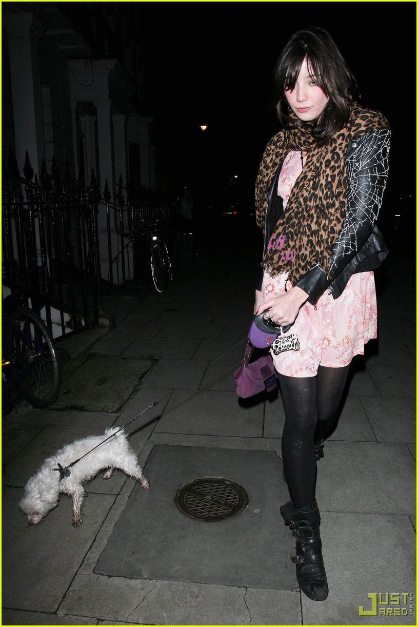 kingston rossdale daisy lowe walk dog 05