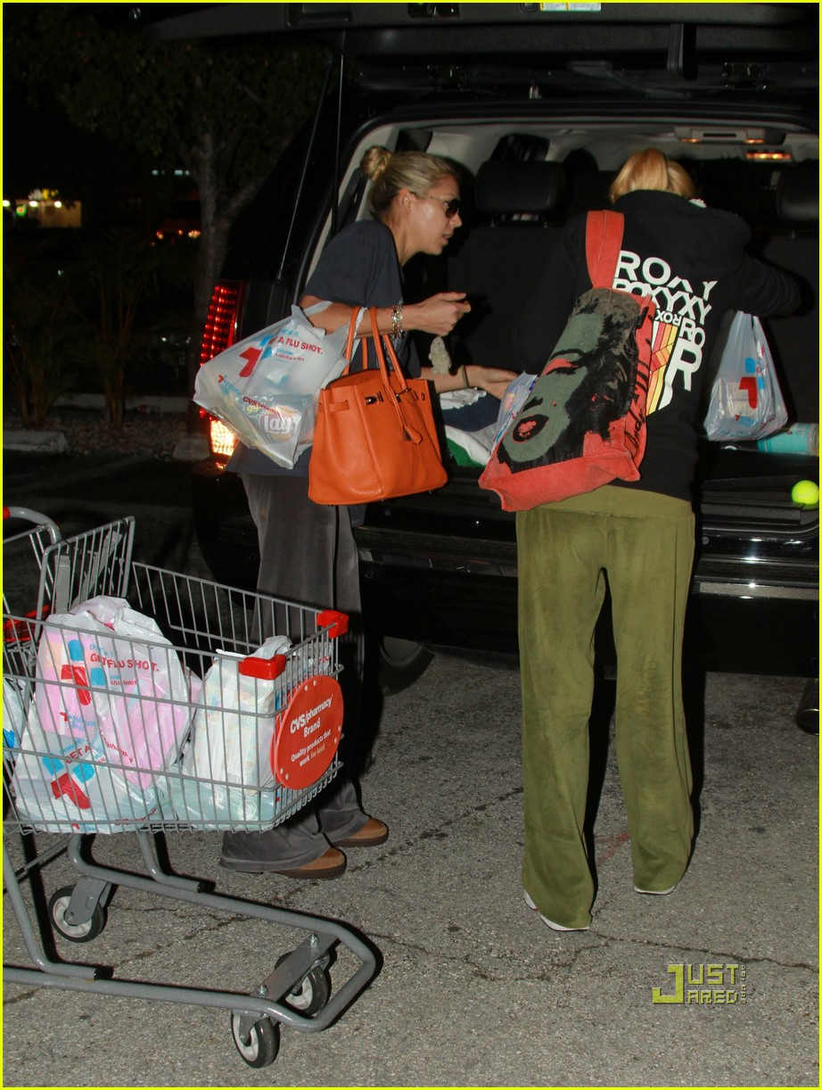 anna kournikova christmas eve groceries 04