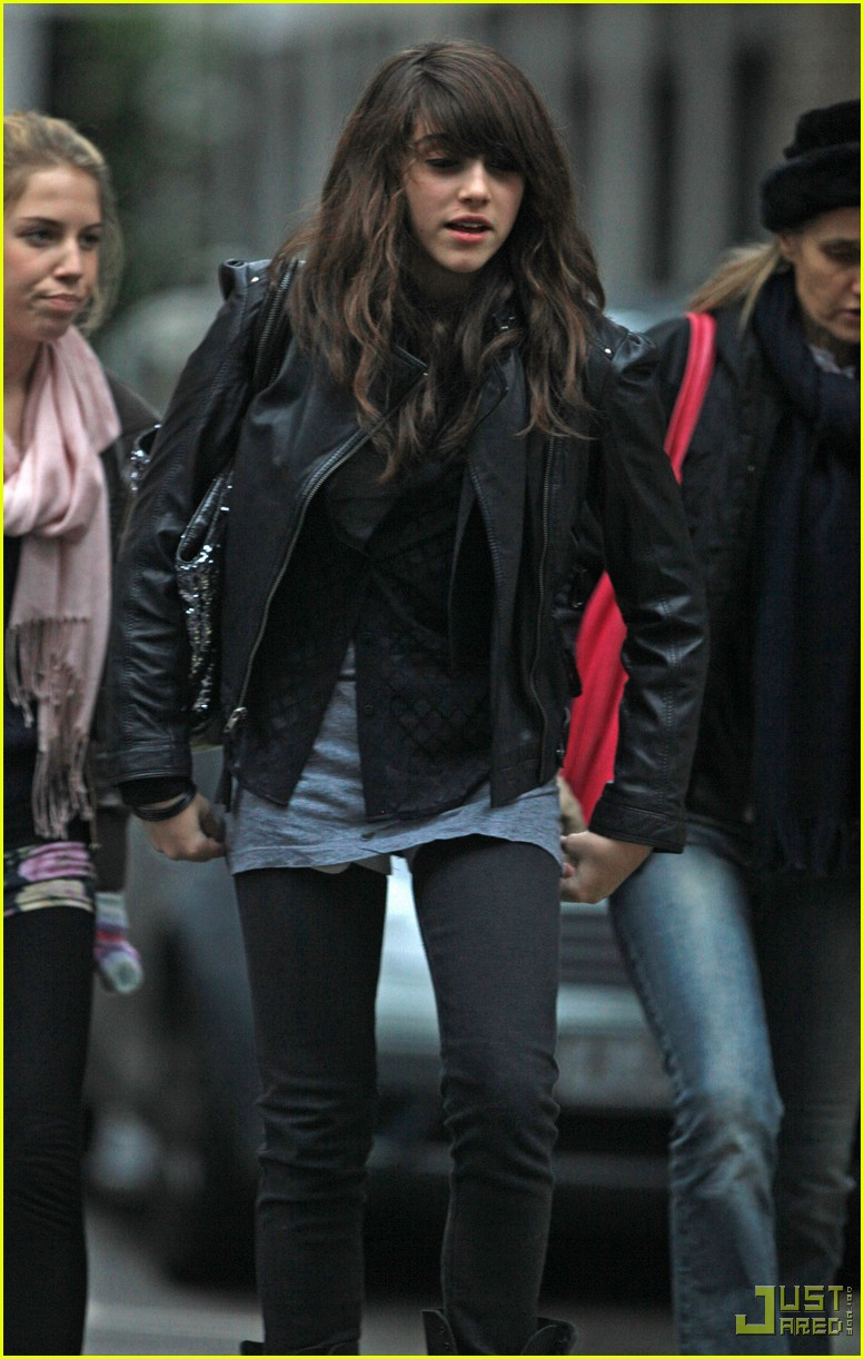 lourdes leon leather jacket boots 02