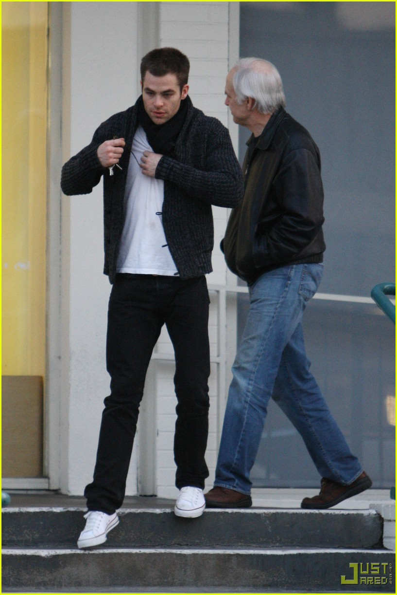 chris pine dad the counter 04