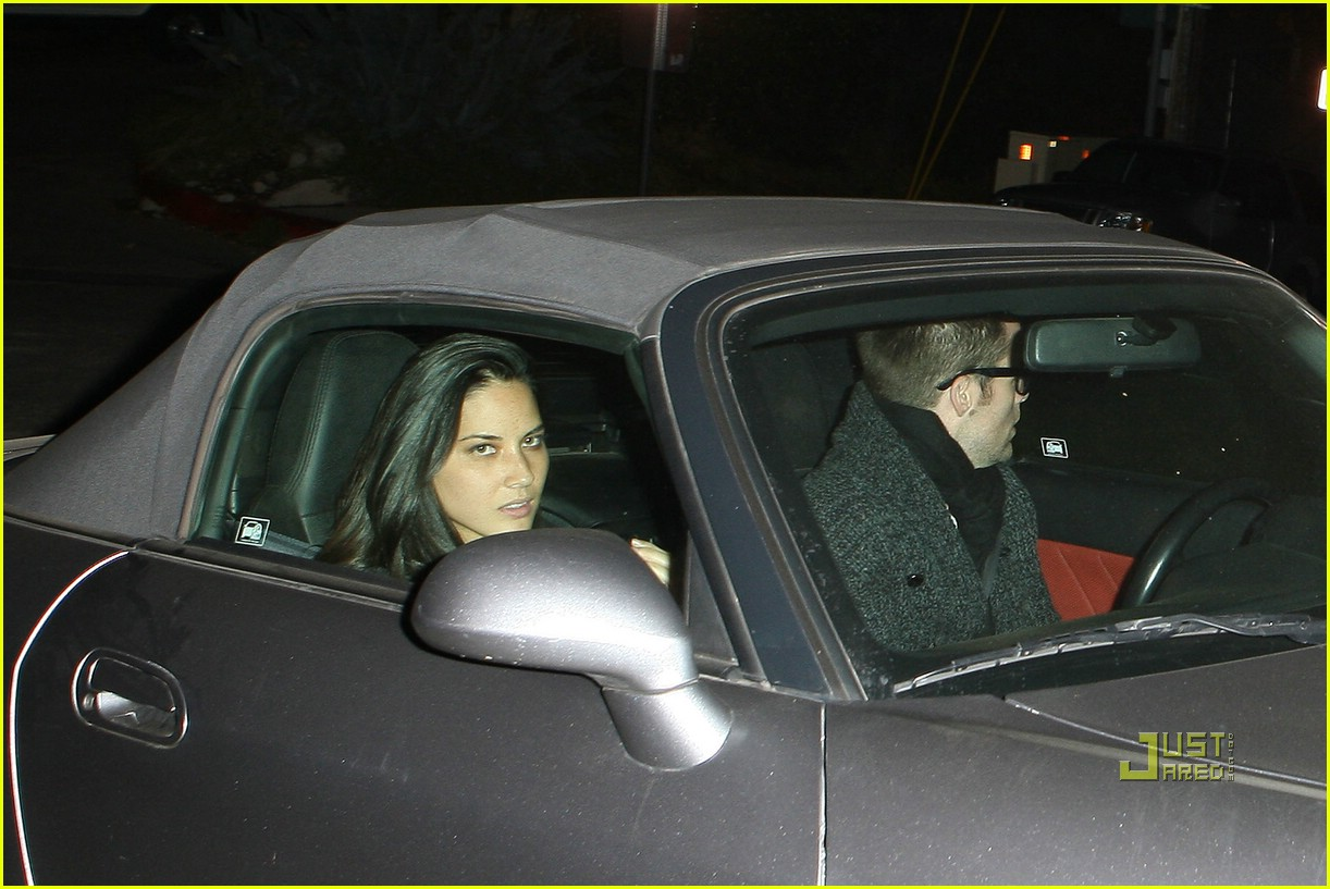 chris pine olivia munn couple 02