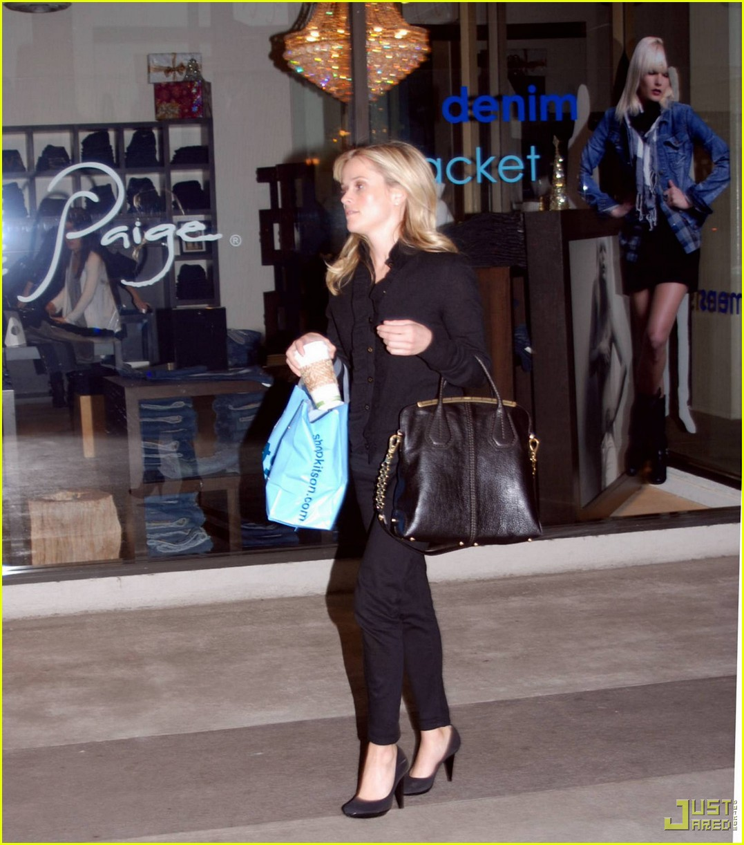 reese witherspoon single shopping kitson 04