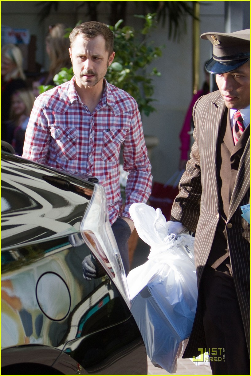 giovanni ribisi last minute shopping 05
