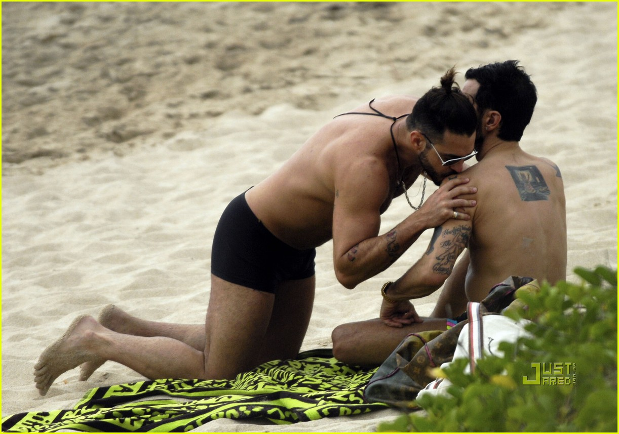Marc Jacobs  Shirtless Christmas Eve With Lorenzo