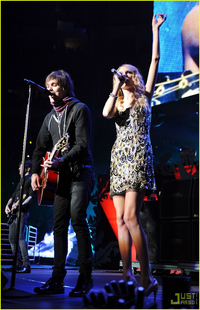 taylor swift boys like girls 2009 jingle ball 08