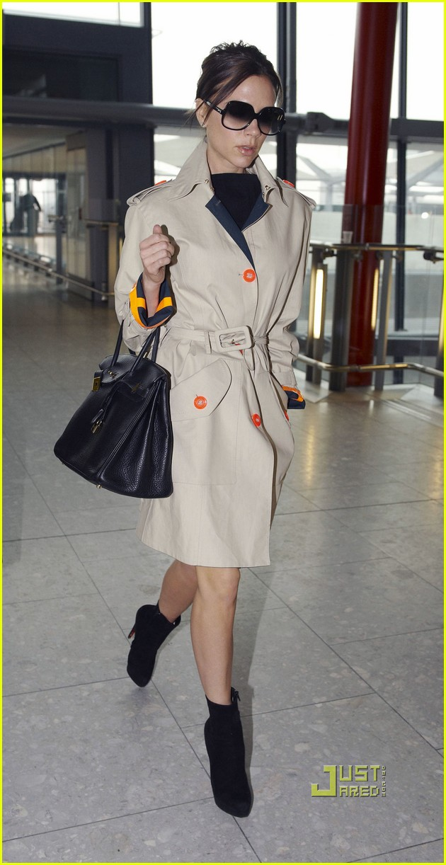 victoria beckham heathrow airport orange trim trenchcoat 05